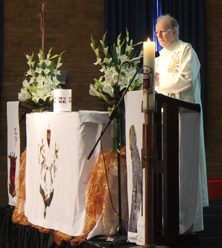 FR-JIM-CELEBRATING-MASS